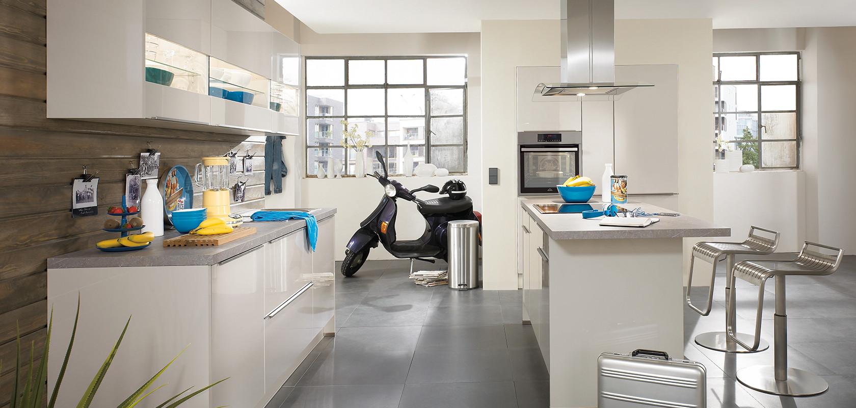 Lux 838 sand high gloss modern kitchens nobilia k chen for Cuisine nobilia