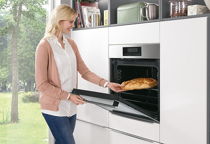 Встроенное оборудование на удобной для работы высоте в кухнях nobilia.